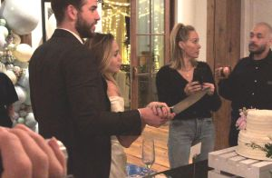 Miley Cyrus e Liam Hemsworth reúnem família e amigos em casamento íntimo