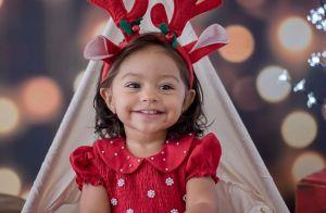 Que amor! Juliana Alves mostra fotos da filha em ensaio de Natal: 'Carinhas'