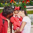 Deborah Secco e Maria Flor viajaram para a Disney com Hugo Moura
