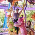 Deborah Secco e Maria Flor se divertiram na Disney