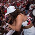 Viviane Araújo atendeu a muitos pedidos de fotos com fãs