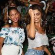 Juliana Paes e uma passista da Grande Rio caíram no samba em esquenta para o carnaval 2019