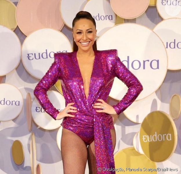 Com body de paetê decotado, Sabrina Sato avalia 1º Carnaval com Zoe:'Mais força'