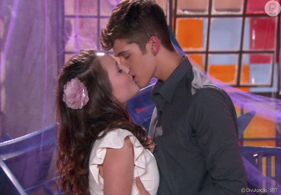 Na novela 'As Aventuras de Poliana', Mirela (Larissa Manoela) e Luca Tuber (João Guilherme Ávila) darão o primeiro beijo