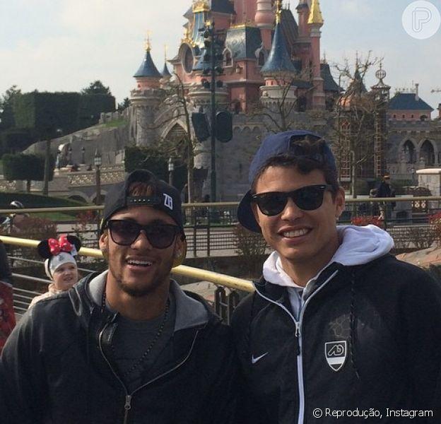 Neymar parabeniza Thiago Silva: 'Parabéns, felicidades e tudo de bom na sua vida sempre... Que Deus te abençoe cada vez mais!', em 22 de setembro de 2014
