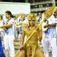 De Cleópatra, a apresentadora Lívia Andrade desfila em ensaio técnico da escola de samba de São Paulo Império de Casa Verde
