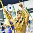 Madrinha de bateria da escola de samba Império de Casa Verde, Lívia Andrade desfila para o público no Sambódromo do Anhembi, em São Paulo