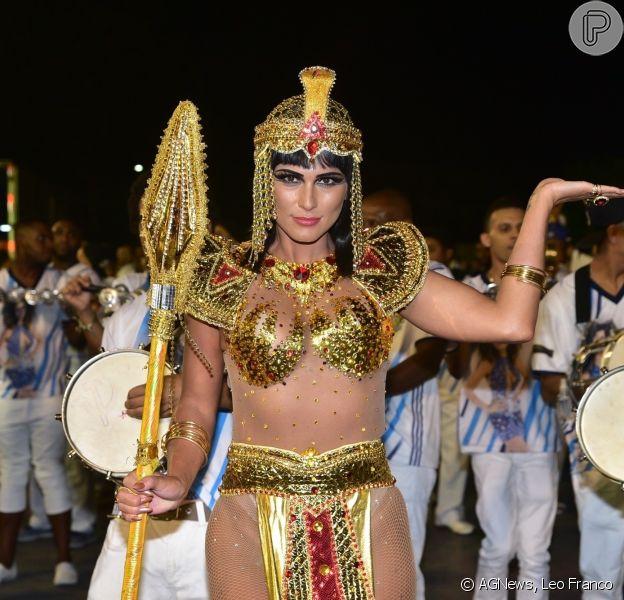 Madrinha de bateria da escola de samba de São Paulo Império de Casa Verde, Lívia Andrade chama atenção com fantasia de Cleópatra no sábado, 02 de fevereiro de 2019