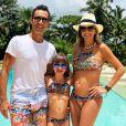 Também na vibe verão, Ticiane Pinheiro curtiu a piscina com biquini igual ao da filha, Rafaella Justus. Até o maridão, Cesar Tralli, entrou na moda de mãe e filha