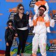 Quem curtiu a Mariah Carey com o mesmo look da filha, Monroe Cannon, e o ex Nick Cannon com um conjunto idêntico ao do filho, Moroccan Scott Cannon, durante passagem pelo Nickelodeon's Choice Awards, na Califórnia, em 2018?