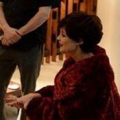 Prostituta de luxo em série, Paolla Oliveira grava de cabelo curtinho. Veja foto