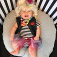 A bebê Liberty também se inspirou em  Betsey Johnson, designer americana conhecida pelas estampas coloridas e divertidas