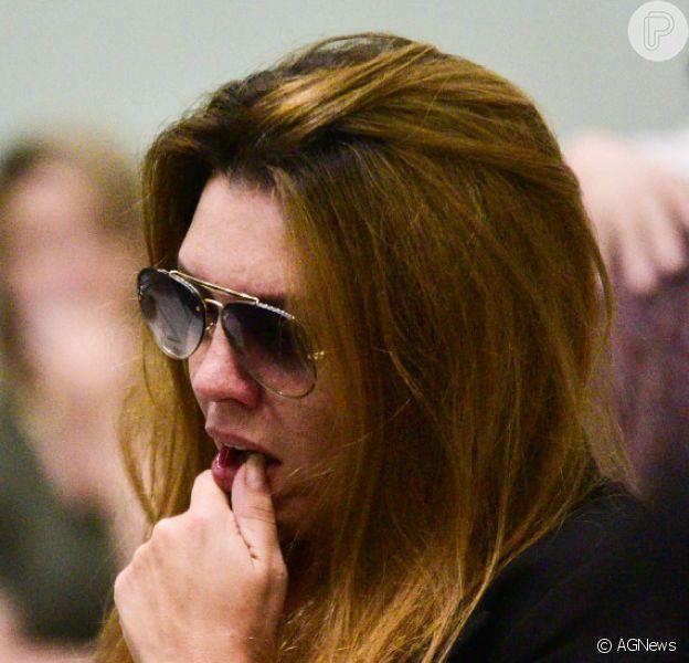 Simony foi uma das famosas que passaram pelo velório de Deise Cipriano, integrante do Fat Family na Assembleia Legislativa de São Paulo, na madrugada desta quarta-feira, 13 de fevereiro de 2019