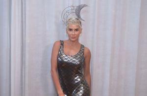 Mood sereia  Deborah Secco é eleita rainha de camarote e usa look com   escamas  2de0baada5