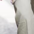 Look no detalhe: sandália que combina transparência e brilhos
