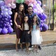Luciano Camargo e a mulher, Flávia Fonseca, c omemoraram o aniversário das filhas, Helena e Isabella