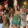 Juliana Paes vibrou com a mudança nas gravações na web: 'Pra quem ia dar um 'rasante' só pro desfile, poder, agora, acompanhar tudo de perto, é a melhor notícia!'