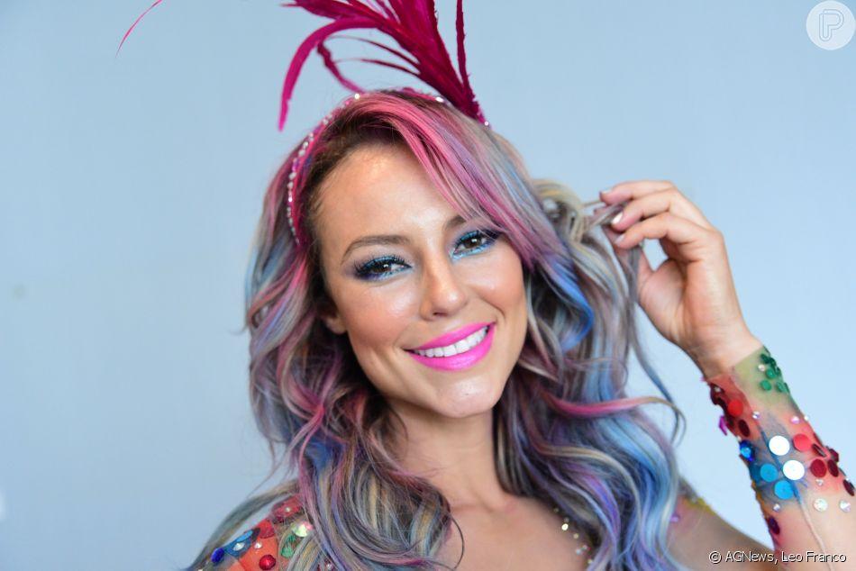 Tinta colorida temporária deixa os cabelos divertidos e sai de acordo com  as próximas lavagens 65ecc0f20b1