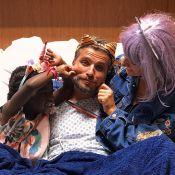 Bruno Gagliasso recebe visita de Gio Ewbank e Títi no hospital: 'Carnaval'