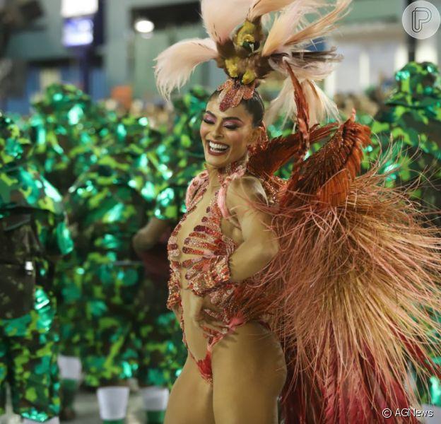 Juliana Paes é rainha de bateria da Acadêmicos do Grande Rio e sua fantasia no Carnaval 2019 veio representando uma ave em extinção e foi apelidade de 'Ave do Paraíso'.