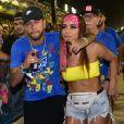 Anitta e Neymar foram juntos a camarote da Sapucaí na segunda (04)