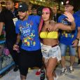 Anitta negou ter ficado com Neymar em camarote e, depois, esclareceu que beijo e ficada, para ela, são coisas diferentes