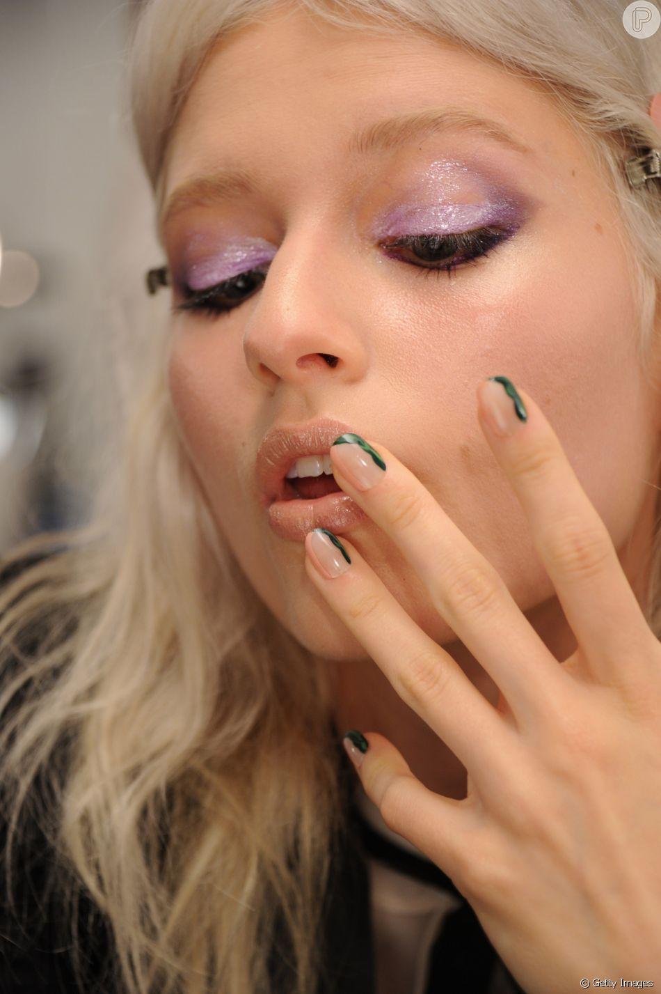 Dá para continuar usando glitter na maquiagem!