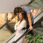 Noite do casal! Adriana Esteves e Vladimir Brichta passeiam em clima de romance