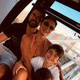 Juliana Paes se divertiu ao ver o filho caçula, Antônio, cantando música em inglês