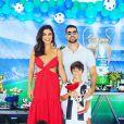 Juliana Paes se divertiu no domingo de folga com a família