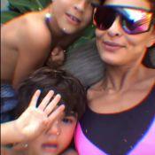 Com look neon, Juliana Paes filma filho caçula, Antônio, cantando. Vídeo!