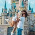 Emilly Araújo já curtiu viagem à Disney com namorado, Paulo Simões
