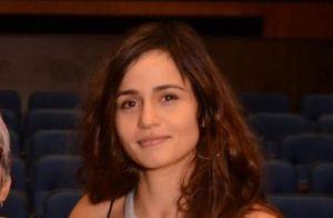 Nanda Costa exibe novo visual, de mega-hair, em show da namorada, Lan Lanh