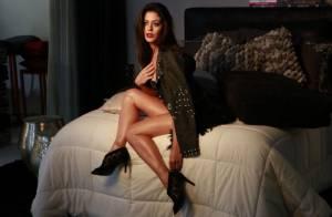 Carol Castro posa com look sexy e exibindo o corpo sarado em ensaio fotográfico
