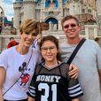 Ana Furtado encontrou o marido, Boninho, e a filha, Isabella, na Disney