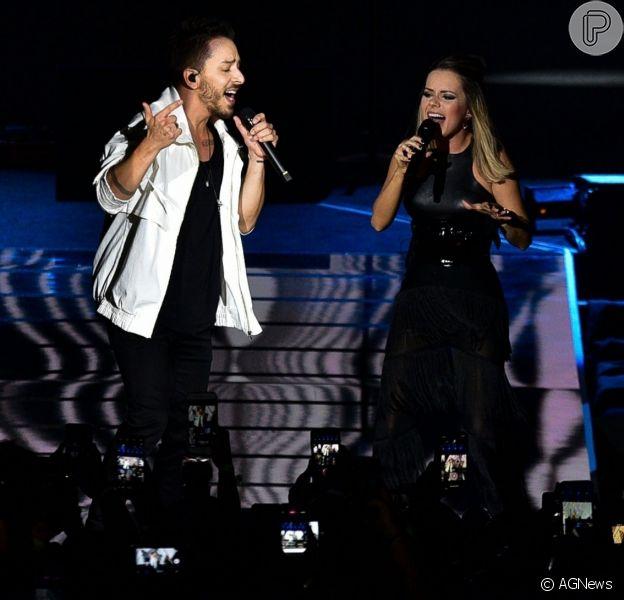 Sandy e Junior cantam vários hits em noite de show exclusivo em São Paulo