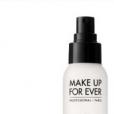 A Make Up Forever tem o Mist & Fix, que garante acabamento aveludado e longa duranção