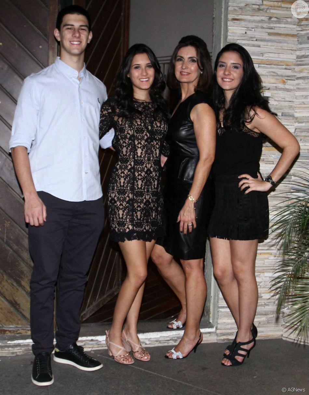 Fátima Bernardes é mãe dos trigêmeos Laura, Vinícius e Beatriz