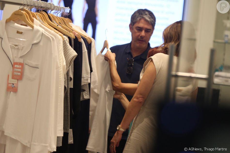 William Bonner e Natasha Dantas escolhem peças em loja no shopping da Gávea, Zona Sul do Rio de Janeiro