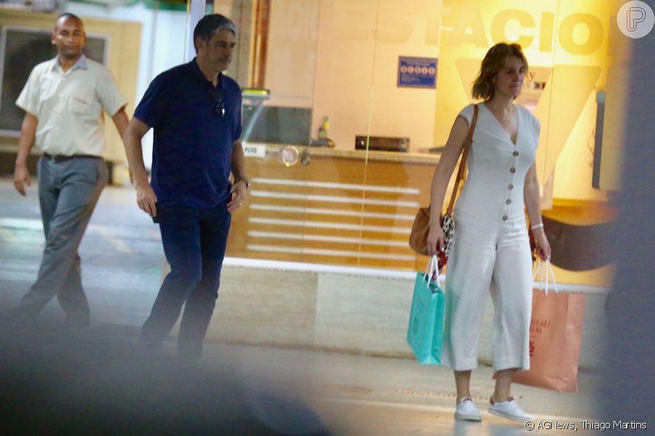 William Bonner e Natasha Dantas deixam o shopping da Gávea
