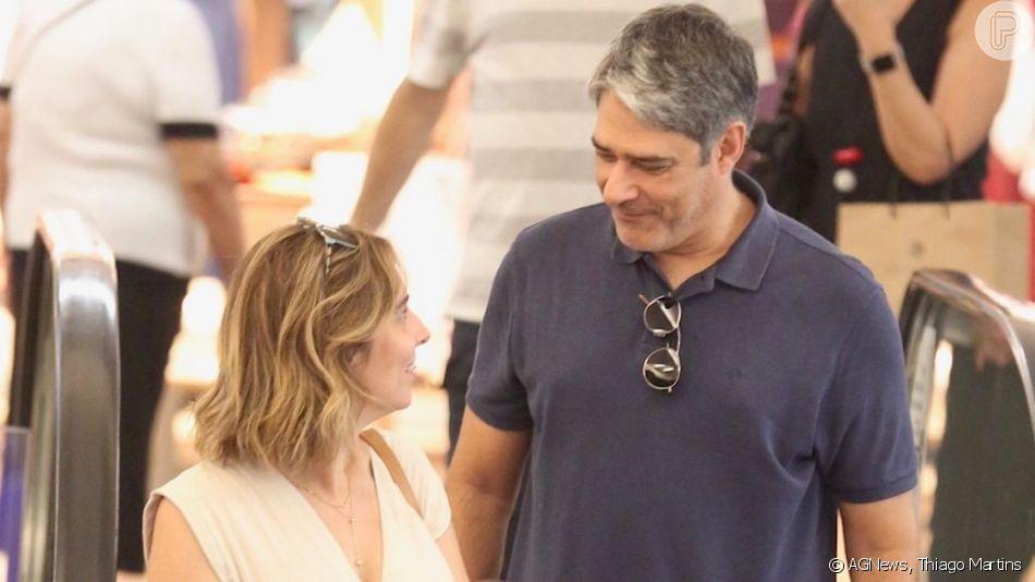 William Bonner e a mulher, Natasha Dantas, passeiam no shopping da Gávea, Zona Sul do Rio de Janeiro, em 7 de abril de 2019