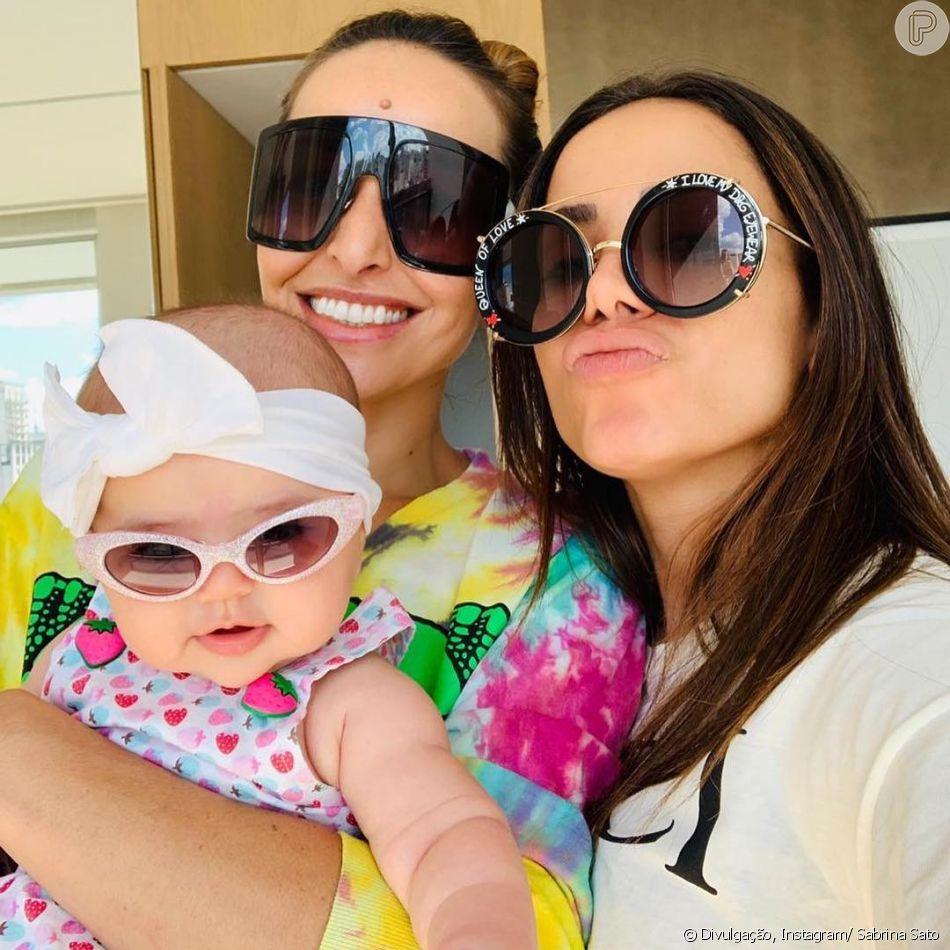 03030fef54b6a Os óculos de sol não podem faltar nos looks de Zoe