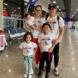 Wesley Safadão combinou look com a família em viagem aos Estados Unidos