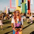 Look Coachella 2019: color blocking está em alta, olha que graça essa jardineira toda colorida com cores vibrantes