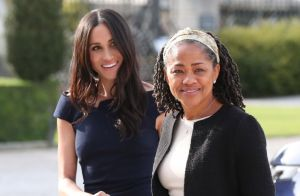 Mãe de Meghan Markle, Doria Regland chega a Londres para assistir filha em parto