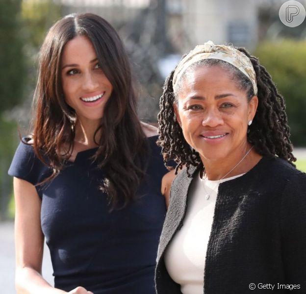 Meghan Markle já está com a mãe, Doria Regland, na Inglaterra, como indicou 'Entertainment Tonight', no domingo, dia 21 de abril de 2019