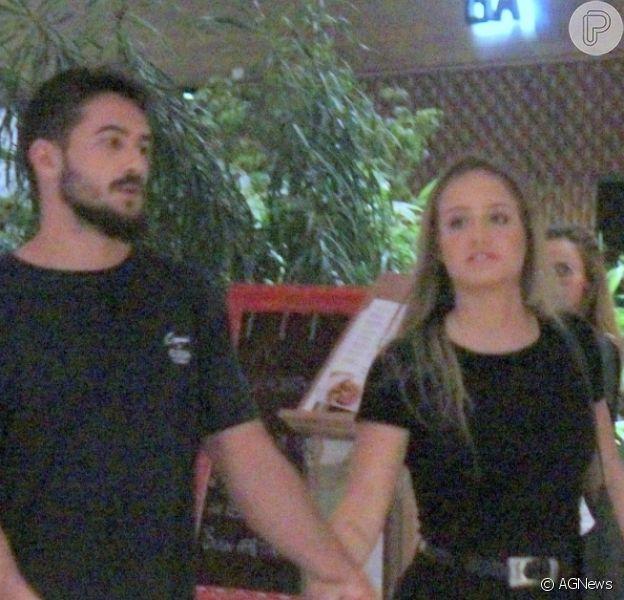Bruna Griphao foi clicada em passeio com o estudante de Direito Paulo Ricardo Magalhães