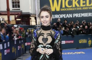 Autêntica: o glamour e o fun se misturam em vestido Elie Saab de Lily Collins