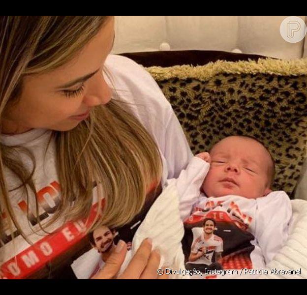 Patricia Abravanel mostrou filho caçula, Senor, usando camiseta com foto de Alexandre Pato nesta segunda-feira, 29 de abril de 2019
