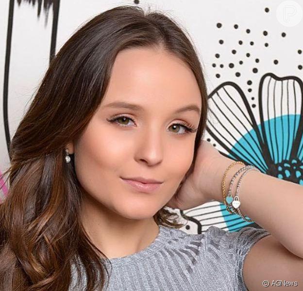 Larissa Manoela tirou dúvidas dos fãs sobre casamento, filhos, tatuagens e faculdade